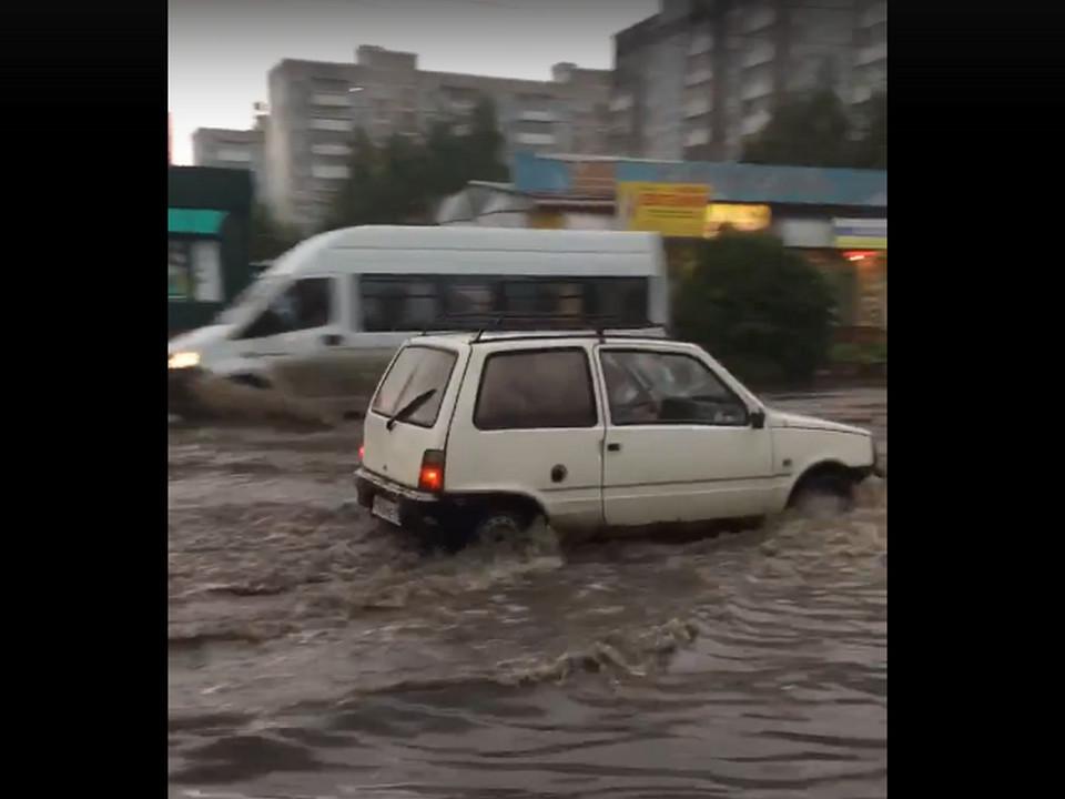 затопленная дождём 28.08.2021 улица Нахимова (кадр видео vk.com vladimirb6)