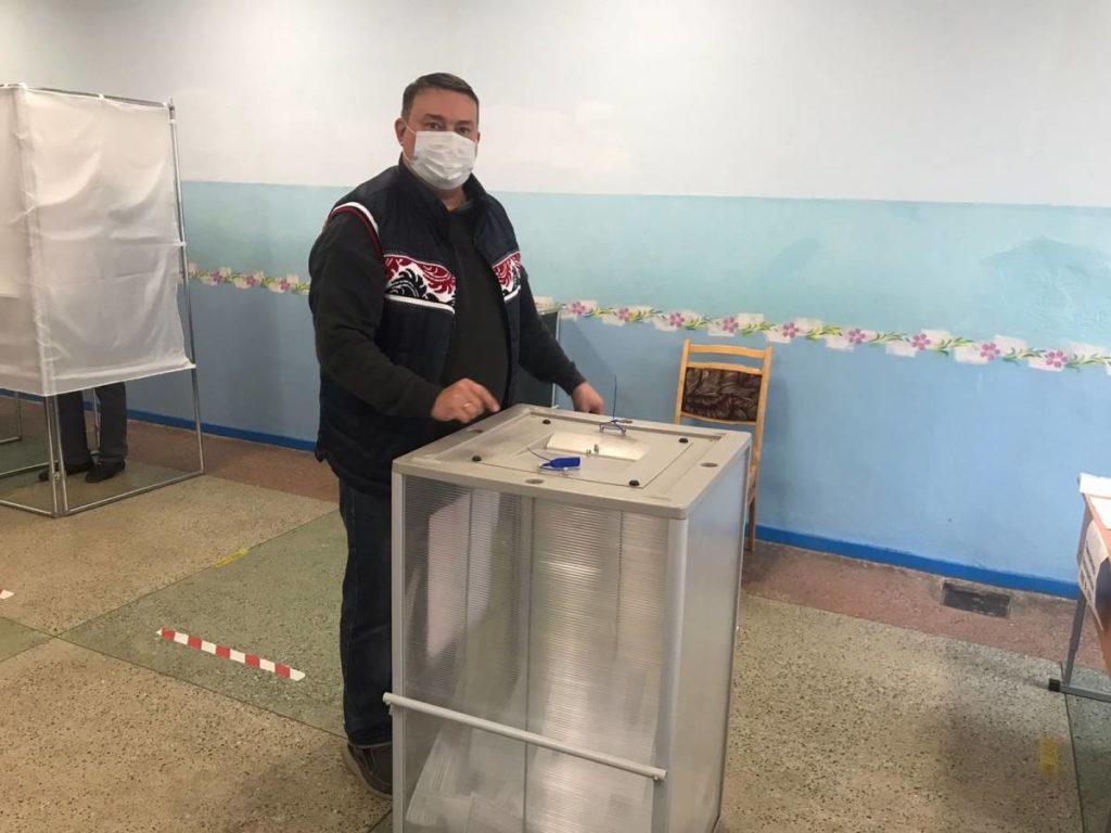 Денис Корж, голосование, выборы, Госдума (фото smolensk.er.ru)