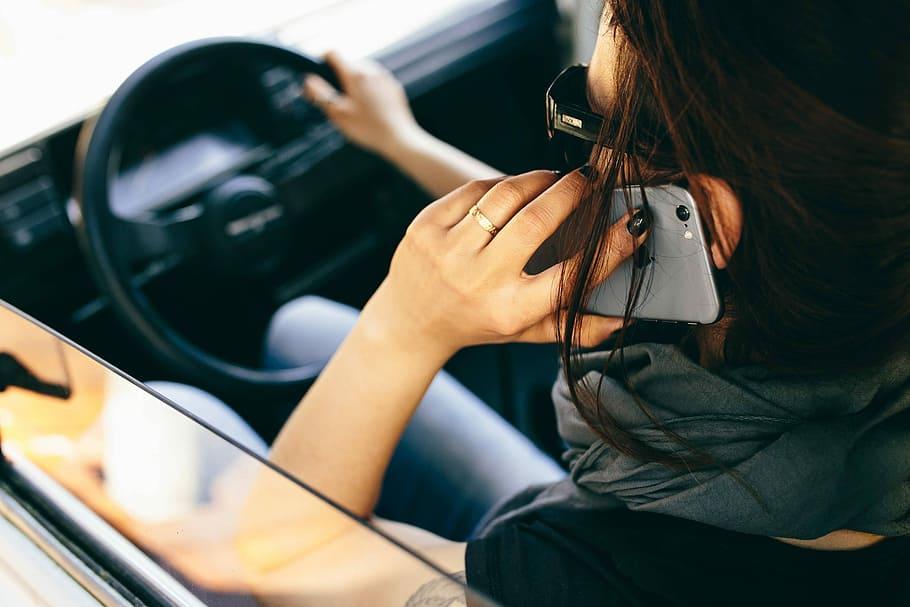female-woman-car-travel