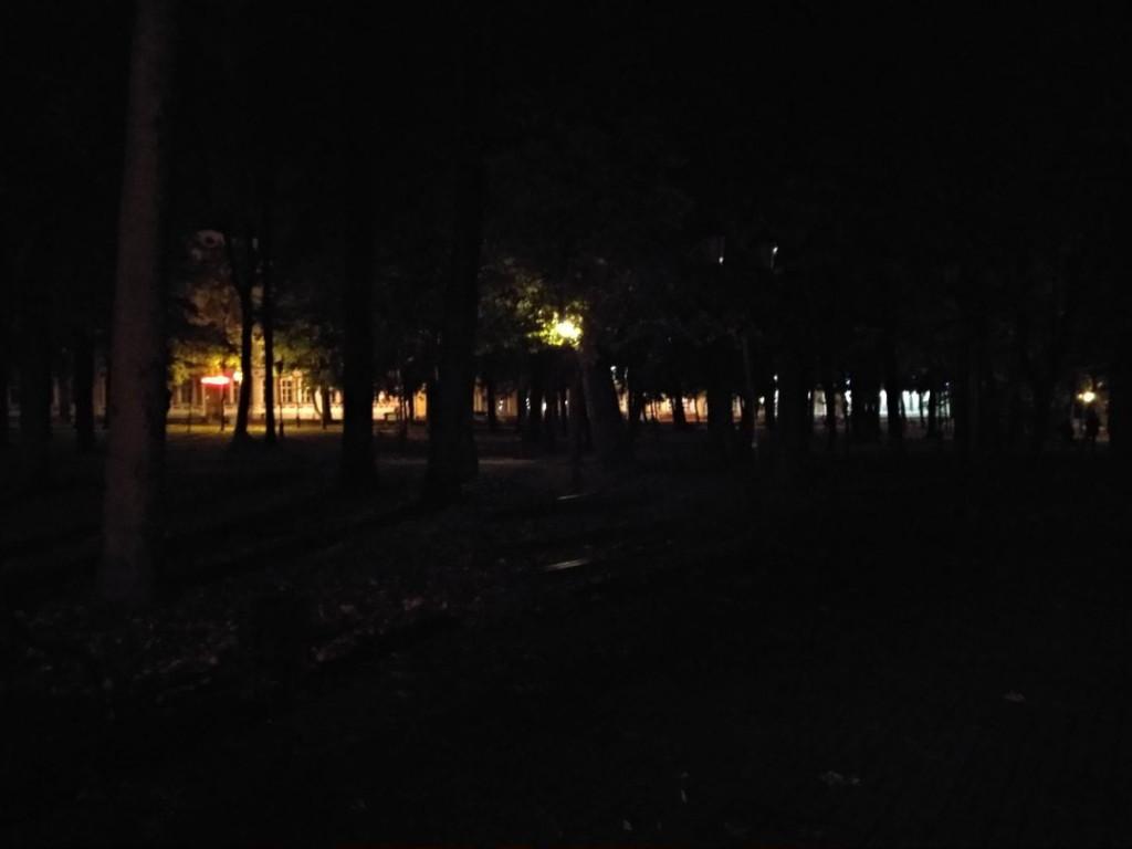 погасшие фонари в саду Блонье, октябрь 2019, фото vk.com potracheno.illusion