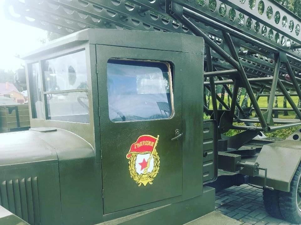 повреждённый макет БМ-13 «Катюша», Курган Славы Десногорска (фото vk.com desnapress)