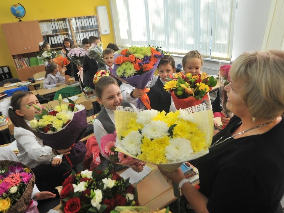 День учителя, поздравление, школьники, букеты