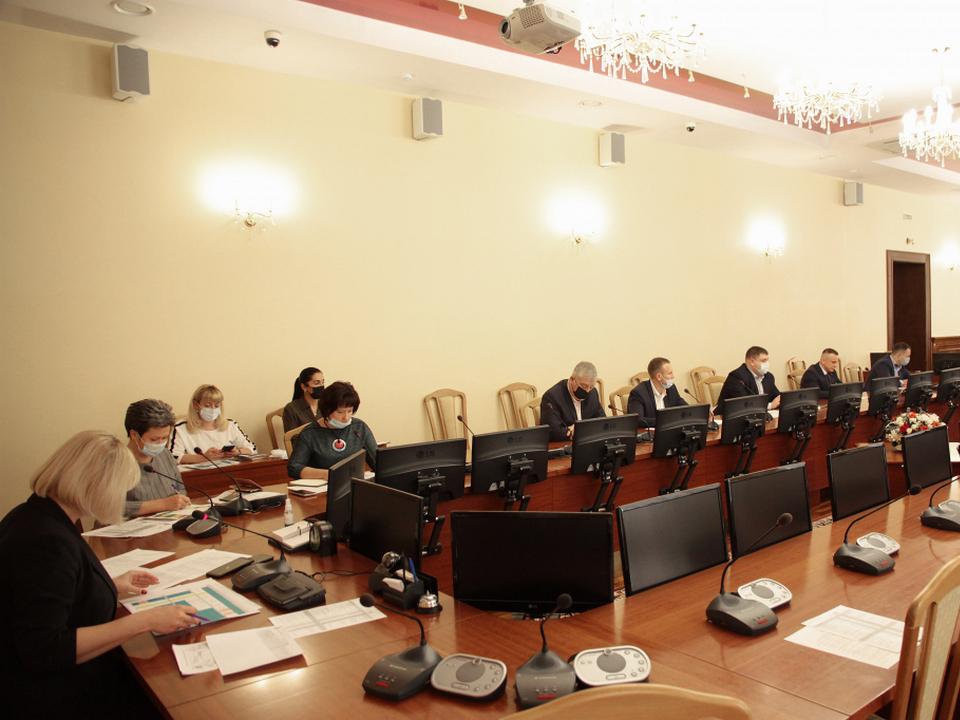 обсуждение итогов работы на межквартальных проездах за конец сентября-начало октября 2021 (фото smolsovet.ru)