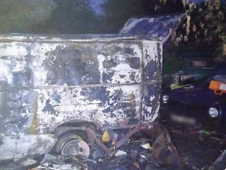 пожар 4.10.2021, Газель, Volkswagen Golf, улица Пушкина (фото 67.mchs.gov.ru)